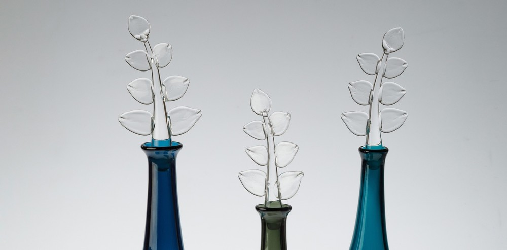 Leaf_bottles_close_up-banner